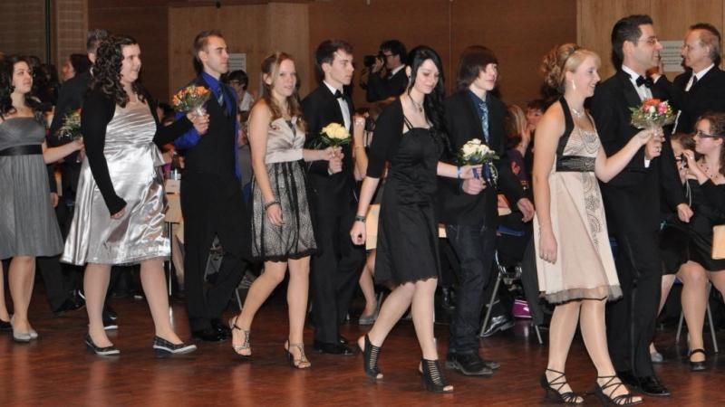 CVB-Schüler füllen die Tanzfläche - Christian von Bomhard SchuleChristian von Bomhard Schule